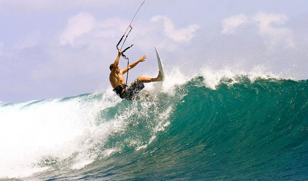 Kitesurfing - Wave Riding