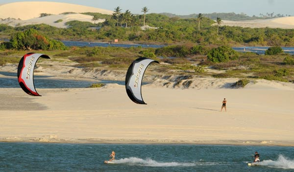 Kitesurfing at Praia do Preá